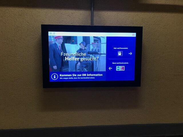 Ambient Medien, Ambient Werbung, Infoscreen, Bahnhof