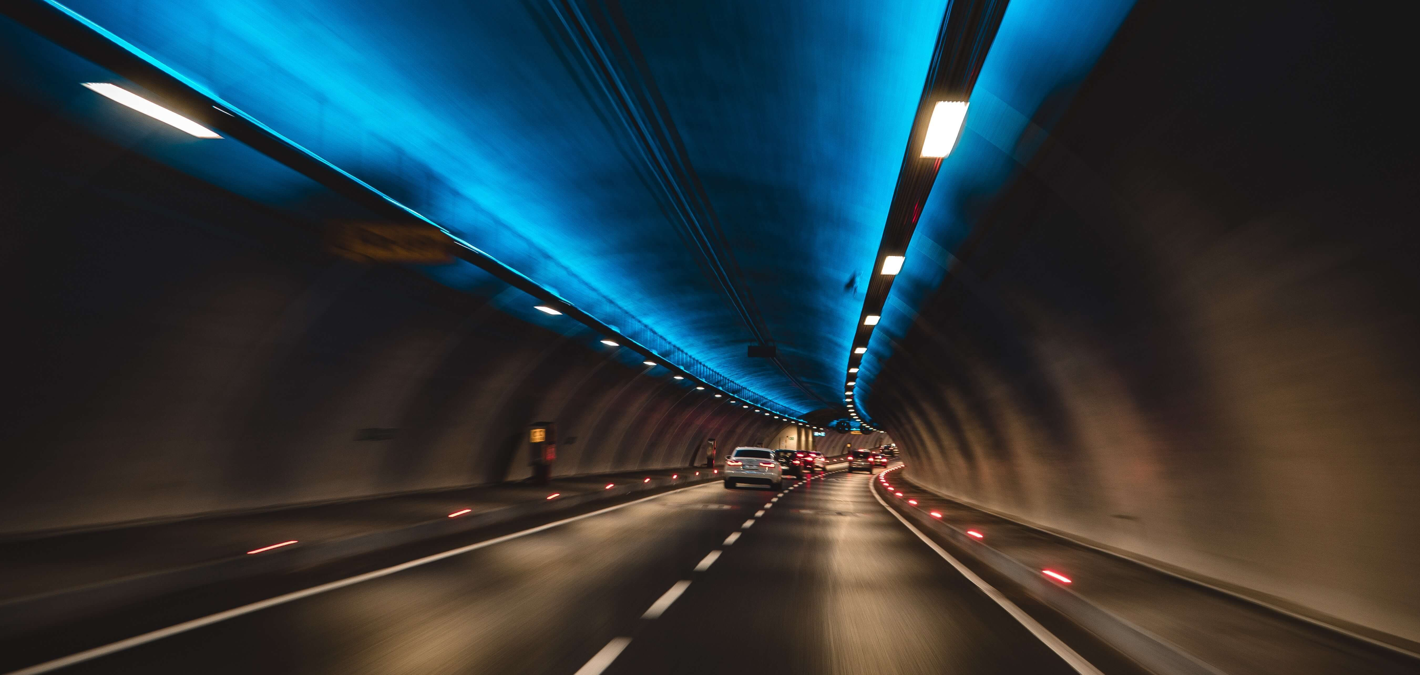 verhalten sie sich bei einer tunneldurchfahrt richtig